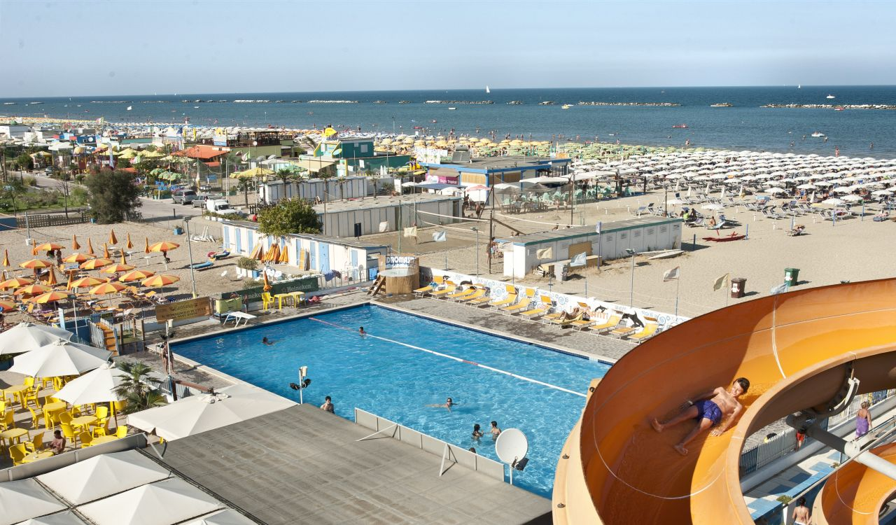 Hotel 3 stelle cesenatico albergo sul mare cesenatico e for Piani di piscina gratuiti online