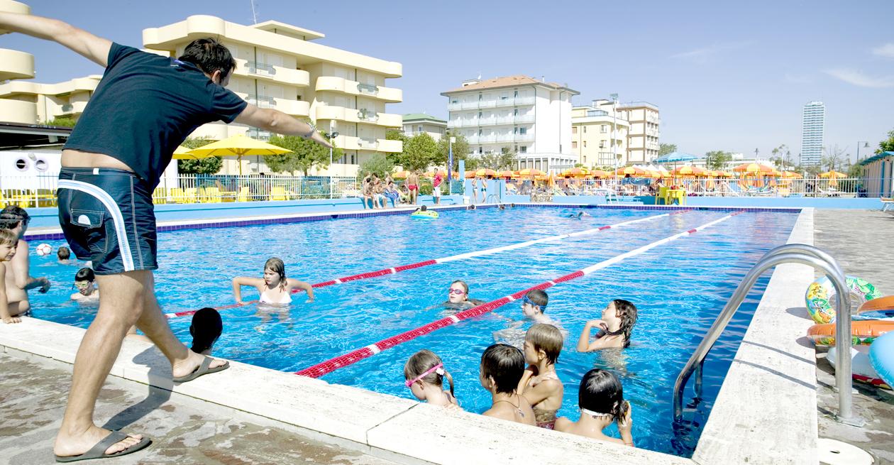 Hotel cesenatico con piscina albergo con servizio di piscina